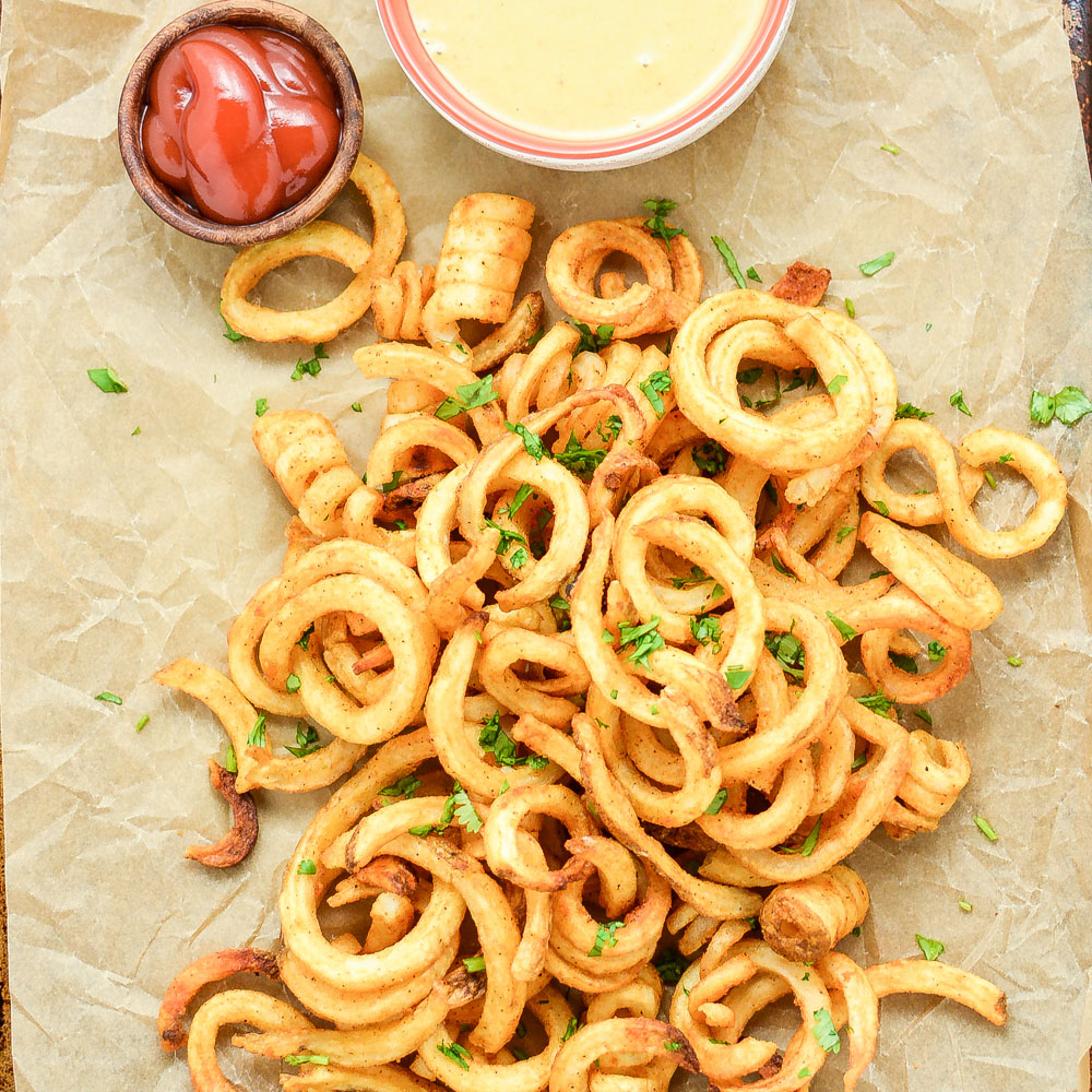 From savory soups to sweet and spicy ribs and pigs in a blanket to nachos galore, here are 43 appetizers for game day! Add them to your tailgating menus!