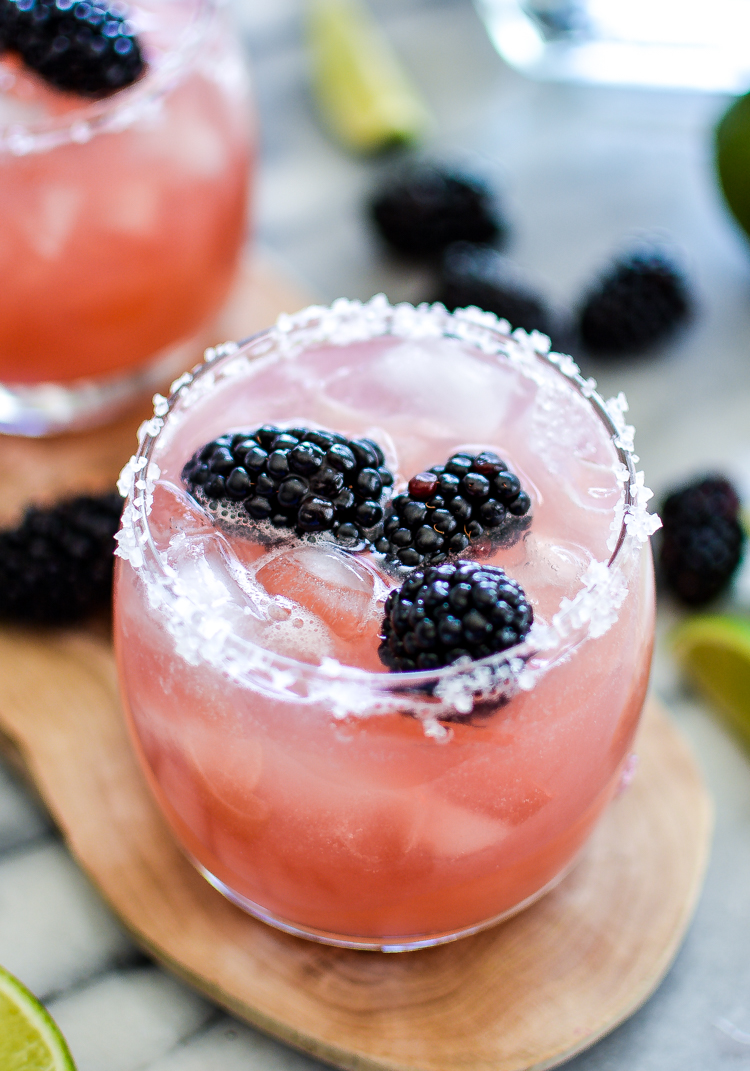Blackberry Lime Margaritas | www.cookingandbeer.com