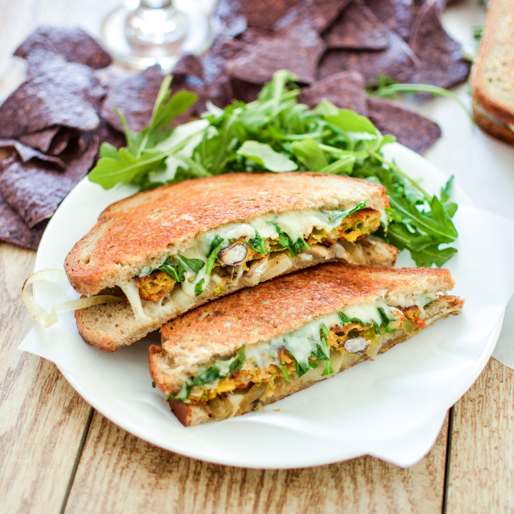 Vegetarian patty melts with chile relleno veggie burgers is a must-have weeknight dinner solution! #bocaessentials #CleverGirls   www.cookingandbeer.com