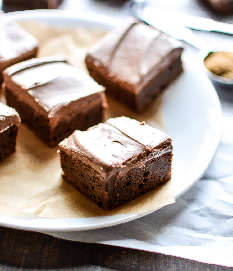 Fudgy Bourbon Brown Butter Brownies: moist, delicious and simple brownie recipe for the ones you love most! | www.cookingandbeer.com