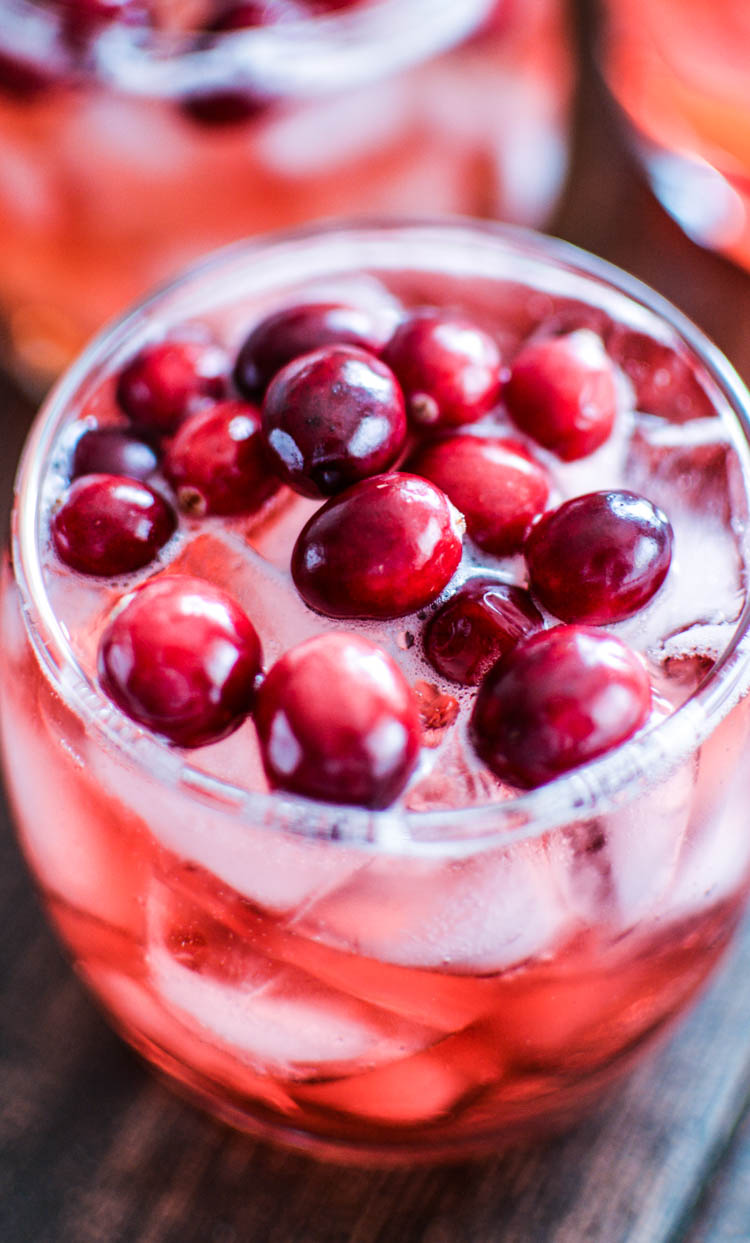 Cinnamon and Cranberry Bourbon Spritzers | www.cookingandbeer.com | #cocktails #newyearseve #cbias #MingleNMix #shop