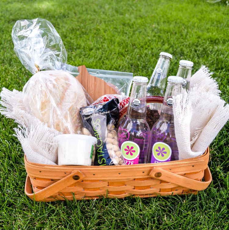 Picnicking with IZZE Sparkling Water + A Recipe For Herbed Goat Cheese Spread | www.cookingandbeer.com