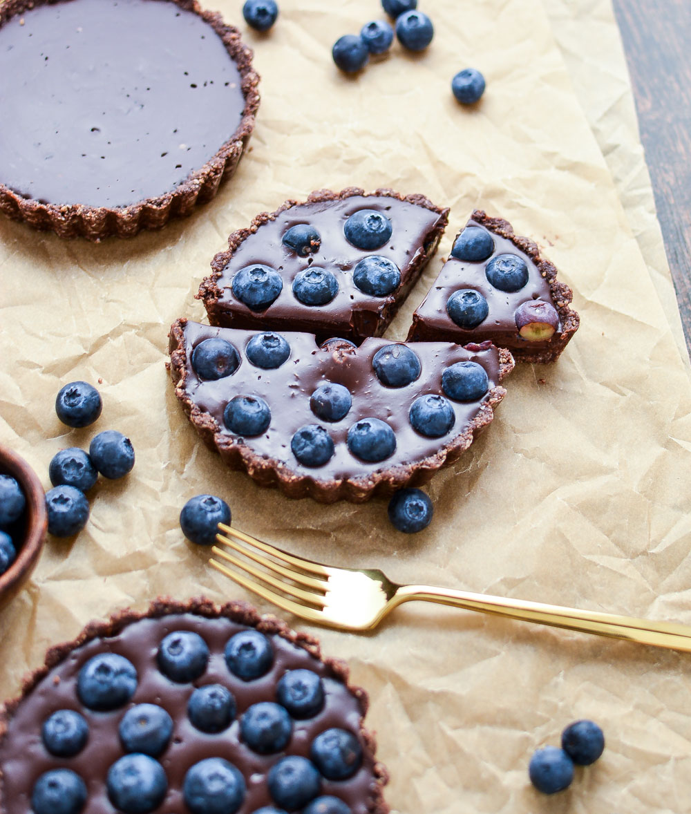 This no-bake blueberry chocolate tart is not only super simple and quick to make, but it is also vegan, gluten-free and paleo-friendly!