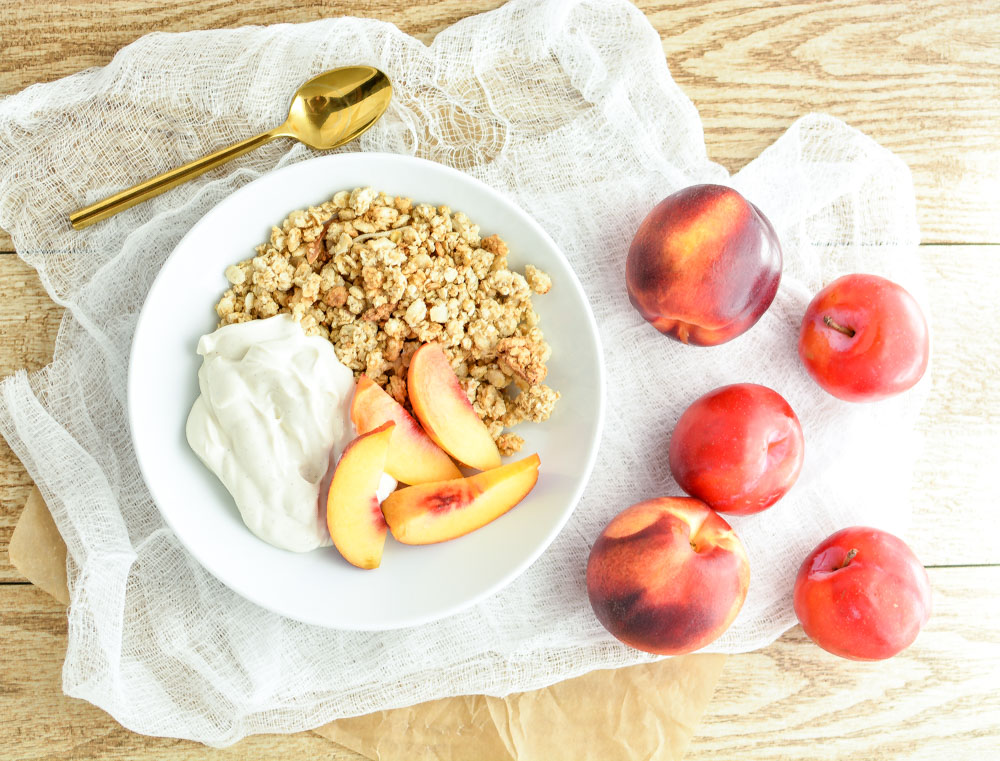 Homemade Vanilla Bean Yogurt and Stone Fruit Granola Bowls: a healthy and delicious breakfast recipe!