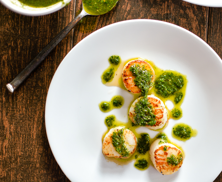 Pan-Seared Scallops with Arugula Pesto is a summer recipe to highlight fresh seafood with greens and fresh herbs! | www.cookingandbeer.com