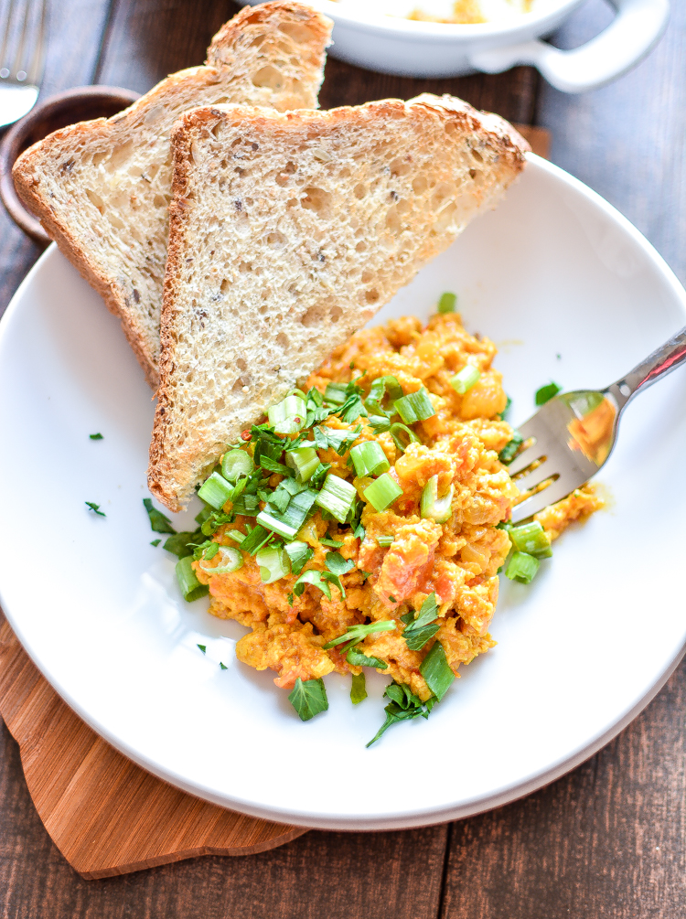 Spicy Scrambled Eggs are a great way to spice up that everyday scrambled eggs recipe! | www.cookingandbeer.com