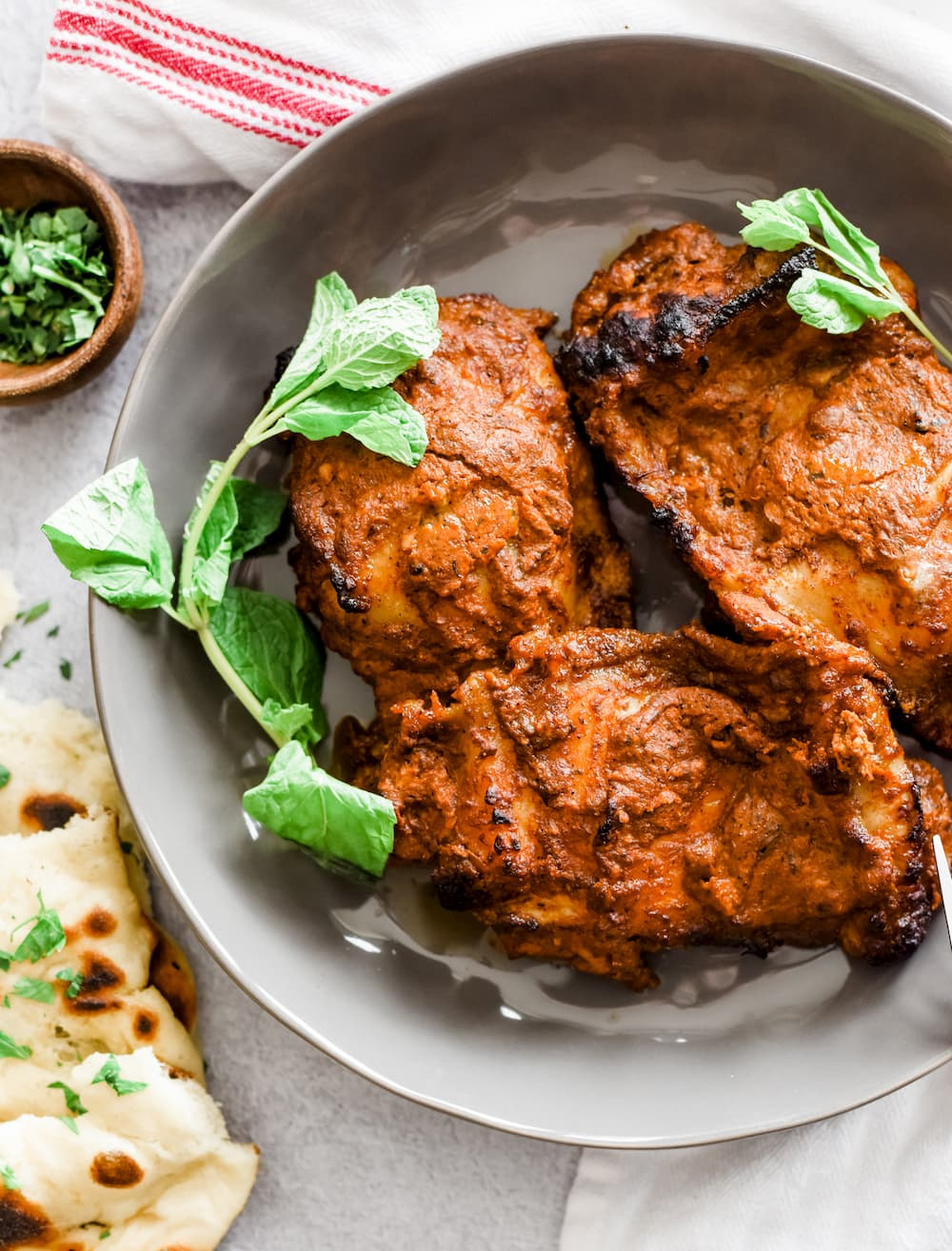 Tandoori chicken with apple raita