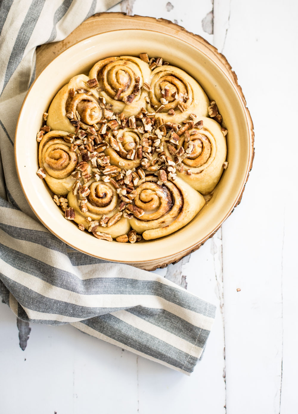 Cinnamon rolls were never so easy to make! These vegan cinnamon rolls only require a handful of ingredients and super simple instructions. Make them soon!